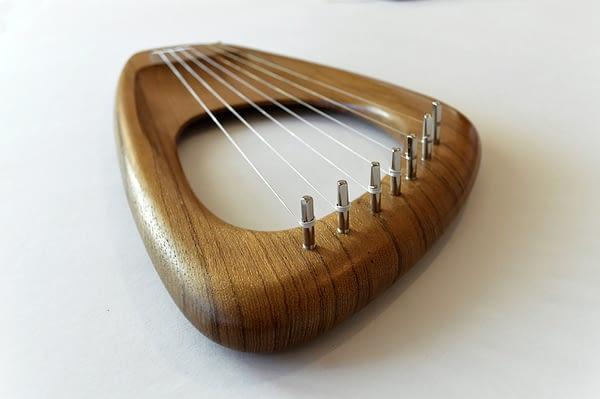 Walnut Lyre Harp 02